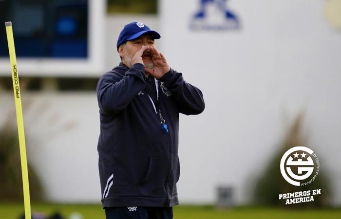 Diego Maradona, protagonista en un nuevo entrenamiento de Gimnasia. Foto: Twitter Gimnasia
