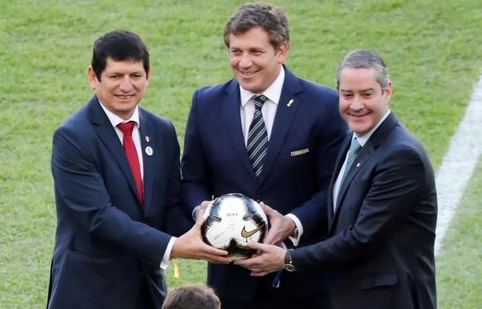 Rogerio Caboclo le planteó a Alejandro Domíngeuz eliminar el gol de visitante. Foto: Twitter