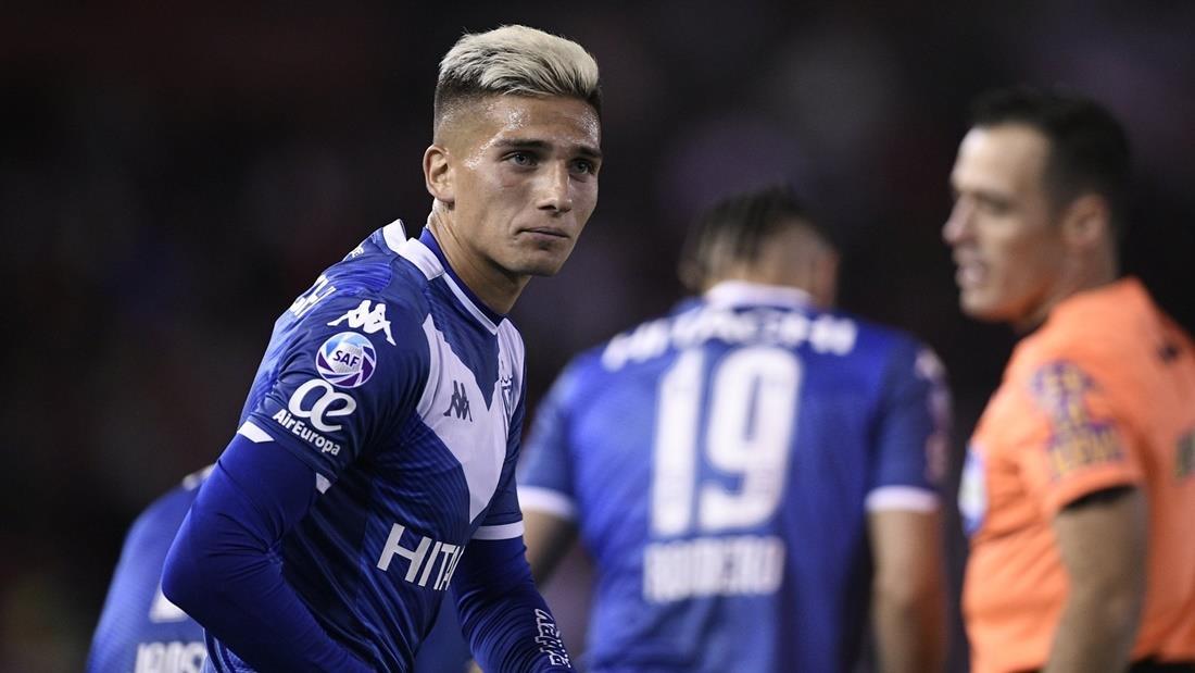 Nicolás Domínguez habló en una entrevista y deslizó un comentario fallido sobre Boca. Foto: Twitter Vélez