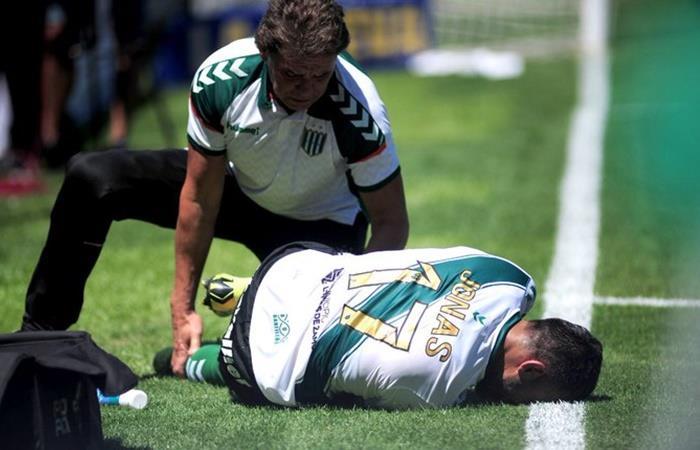 Jonás Gutiérrez sufrió la rotura del tendón de su rodilla derecha. Foto: Twitter
