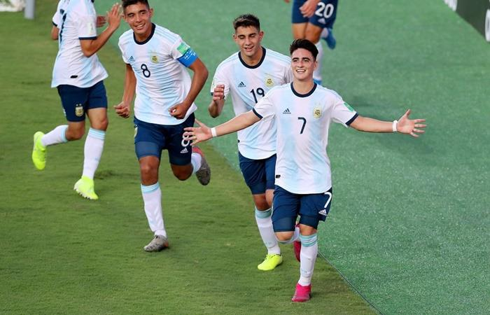 Argentina enfrenta a Paraguay por un lugar en octavos de final. Foto: Twitter Argentina