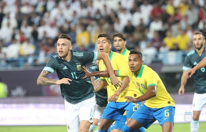 Lucas Ocampos será baja en Argentina ante Uruguay. Foto: Twitter Argentina