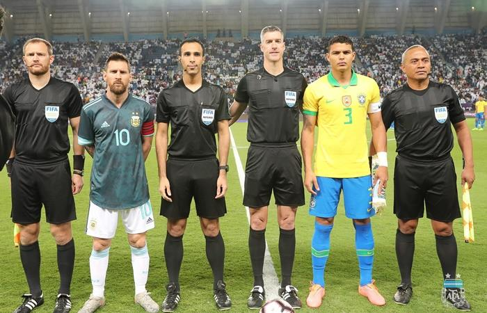 Thiago Silva acusó a Messi de maleducado y de manipular de los árbitros. Foto: Twitter Argentina