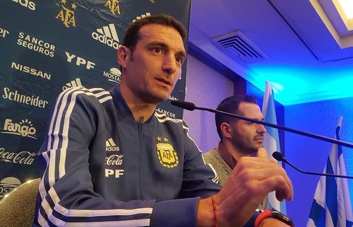 Lionel Scaloni no confirmó el equipo de Argentina para el cruce con Uruguay. Foto: Twitter Argentina