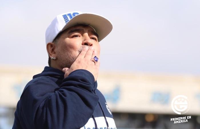 Diego Maradona confirmó que se queda y dejó un mensaje a dirigentes e hinchas. Foto: Twitter Gimnasia