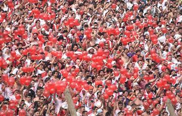Una multitud de hinchas de River recibió al equipo en el Monumental