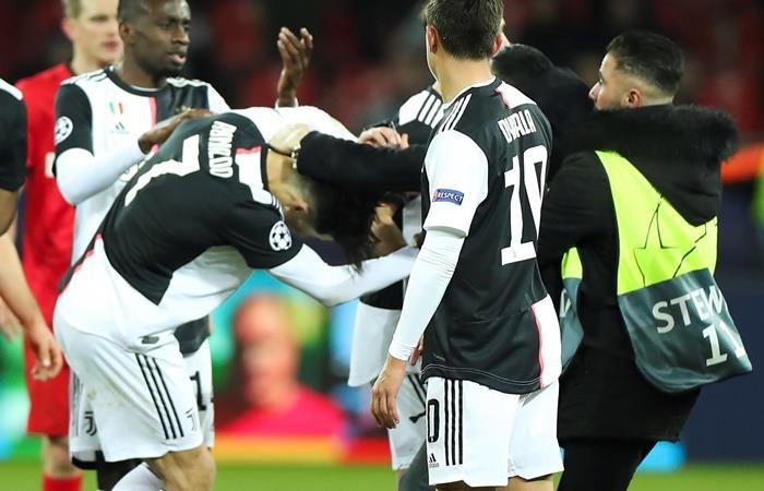 Cristian Ronaldo se enojó con un hincha por una foto. Foto: EFE