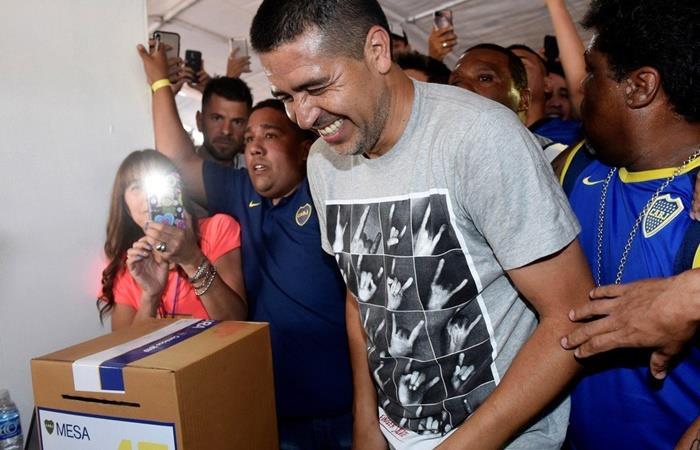 Juan Román Riquelme viaja al sorteo de la Copa Libertadores. Foto: Twitter