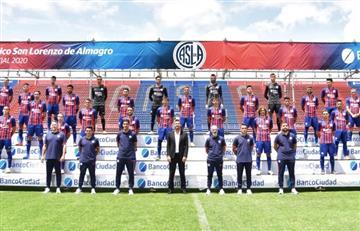 San Lorenzo presentó la nueva camiseta con los dos planteles profesionales