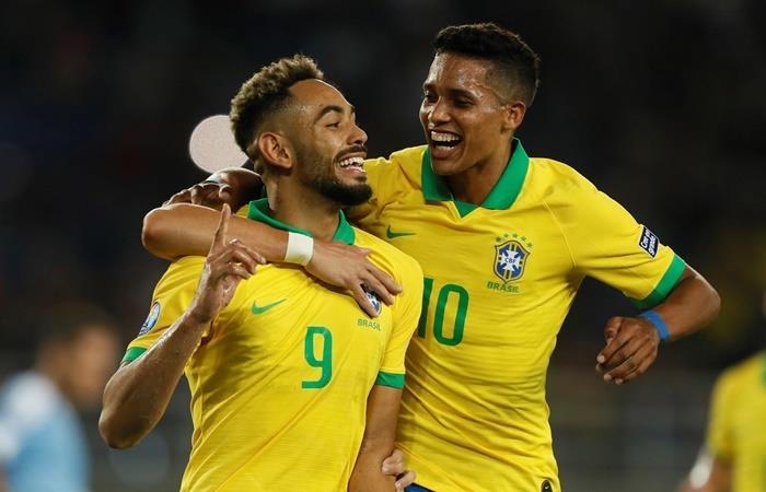 Brasil le ganó a Uruguay y es el único líder del Grupo B. Foto: EFE