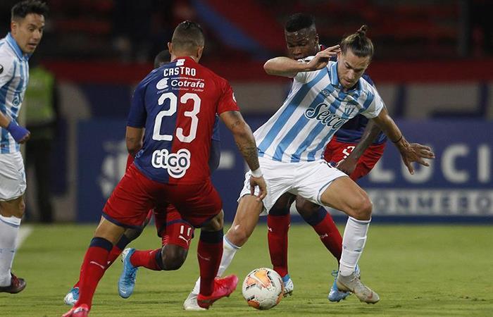 Atlético Tucumán dio pelea, pero no le alcanzó. Foto: EFE