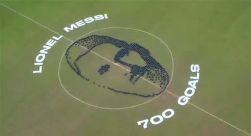 Messi y el espectacular homenaje por su gol 700