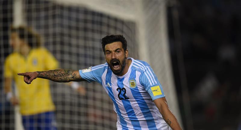 ¿Ezequiel Lavezzi saldrá del retiro para jugar por Rosario?. Foto: Andina