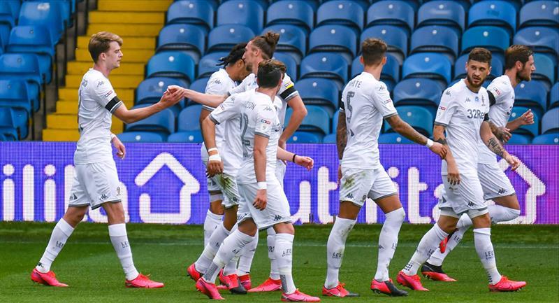 Leeds United se impuso 1-0 al Barnsley. Foto: Twitter Leeds United