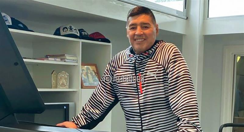 Diego Armando Maradona feliz por regresar con Gimnasia en los campos. Foto: Instagram @maradona