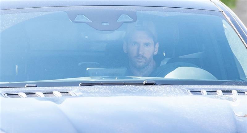 Lionel Messi llegó a instalaciones de entrenamientos de Barcelona. Foto: Twitter Difusión