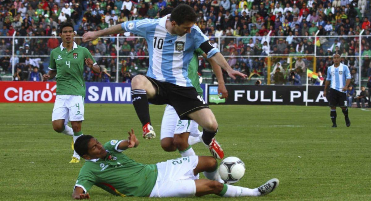 Argentina nunca la tiene fácil cuando visita a Bolivia en La Paz. Foto: EFE