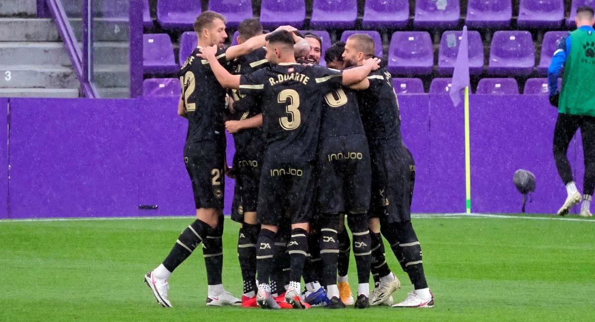 Alavés festejando ante el Valladolid en LaLiga. Foto: EFE