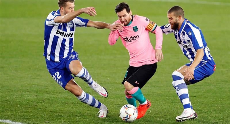 Lionel Messi no pudo salvar al Barcelona del empate ante Alavés. Foto: EFE