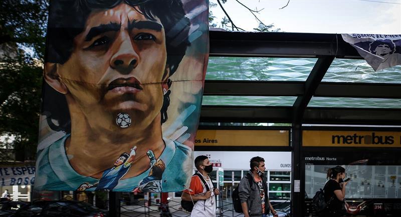 Así evolucionó Maradona tras ser operado en la cabeza. Foto: EFE