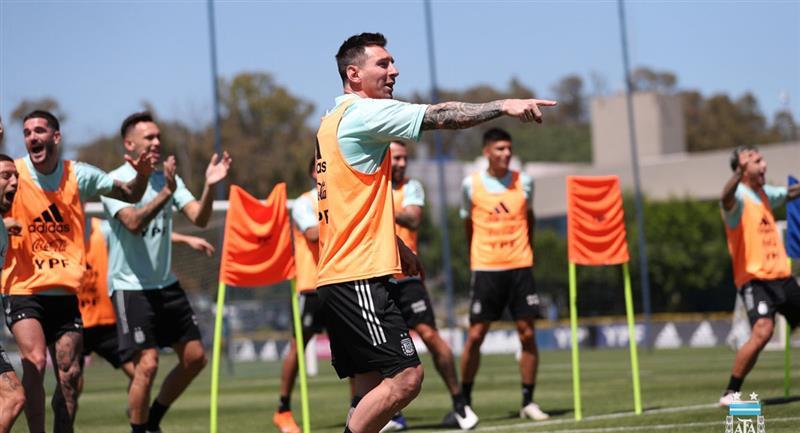 El 11 de Argentina contra Perú por Eliminatorias. Foto: Twitter @Argentina