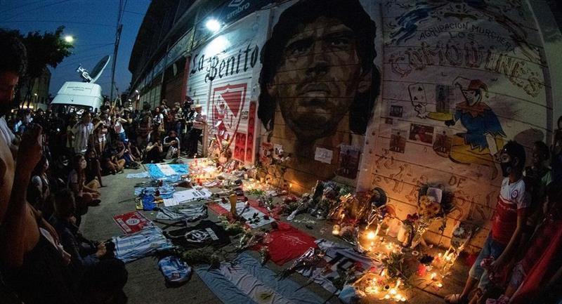 Los hinchas de Argentinos Juniors desconsolados por muerte de Diego Maradona. Foto: Facebook Club Argentinos Juniors