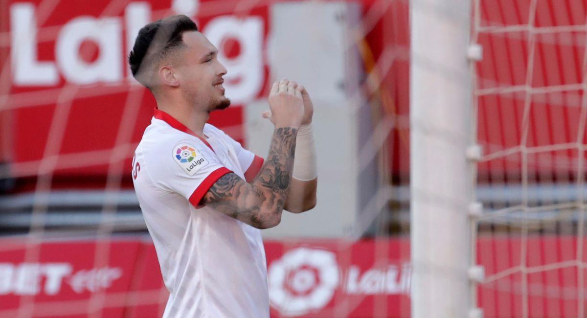 Lucas Ocampos celebrando su gol con Sevilla. Foto: EFE