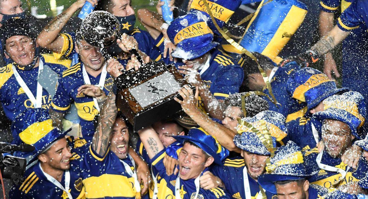 Boca Juniors celebrando la conquista de la Copa Diego Maradona. Foto: EFE