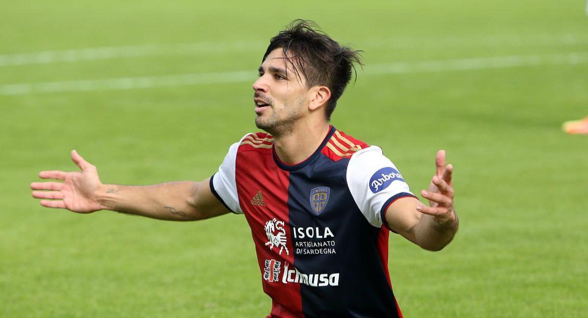 Giovanni Simeone no puede ayudar al Cagliari a salir de su crisis. Foto: EFE
