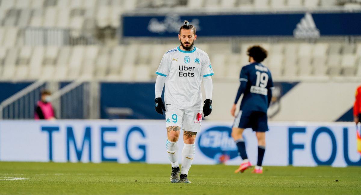 Darío Benedetto fue expulsado en el duelo ante Burdeos por la Ligue 1. Foto: Twitter