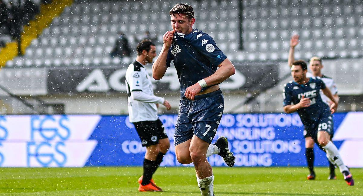 Adolfo Gaich celebrando su gol con el Benevento. Foto: EFE