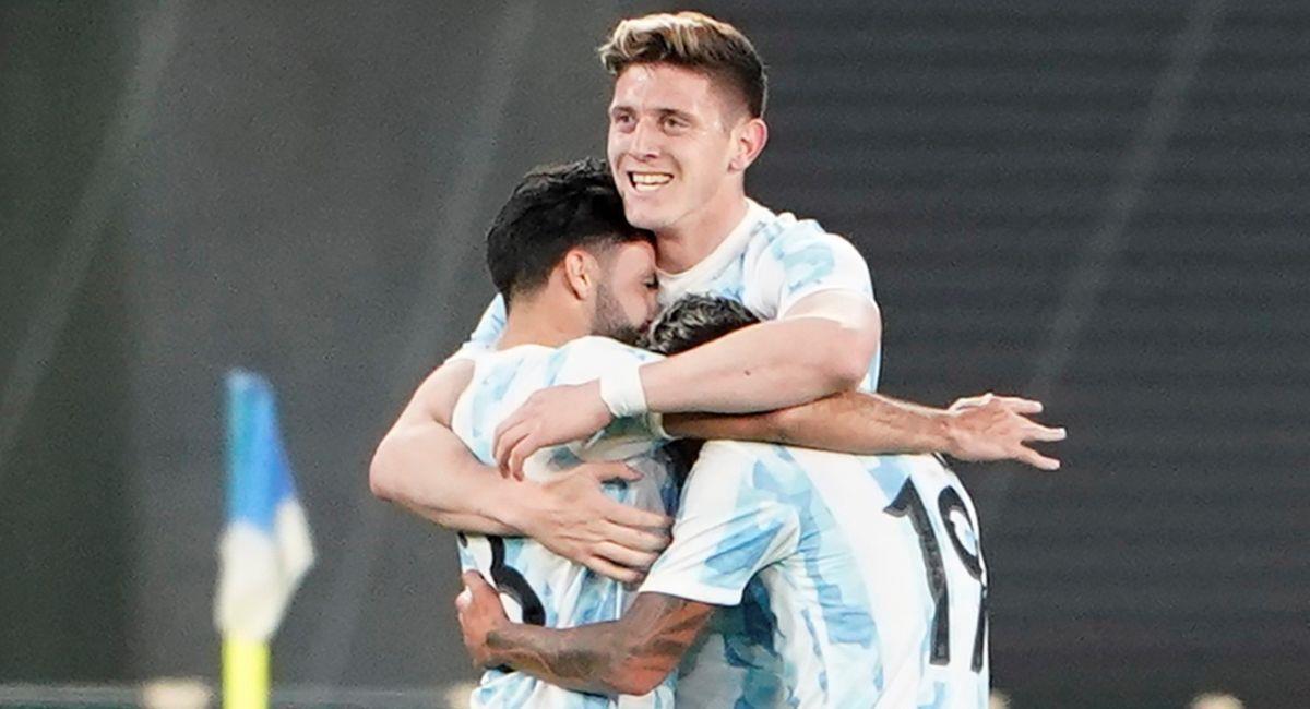 Argentina celebrando ante Japón. Foto: EFE