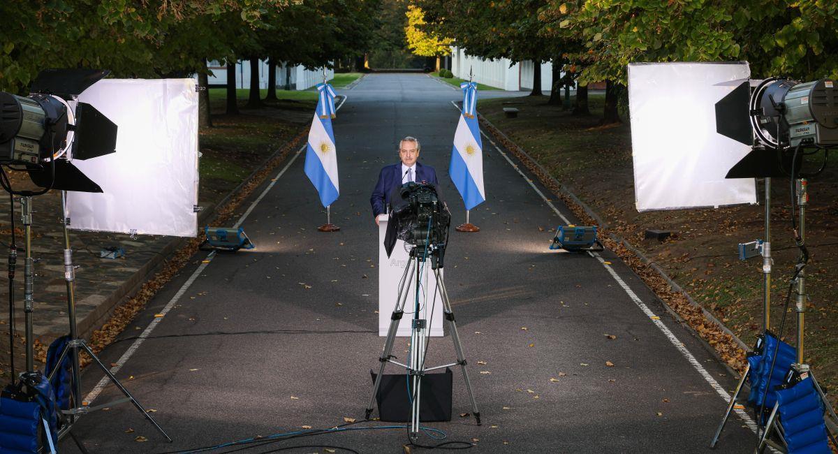 El presidente Alberto Fernández anunciando las nuevas medidas impuestas en Argentina. Foto: EFE