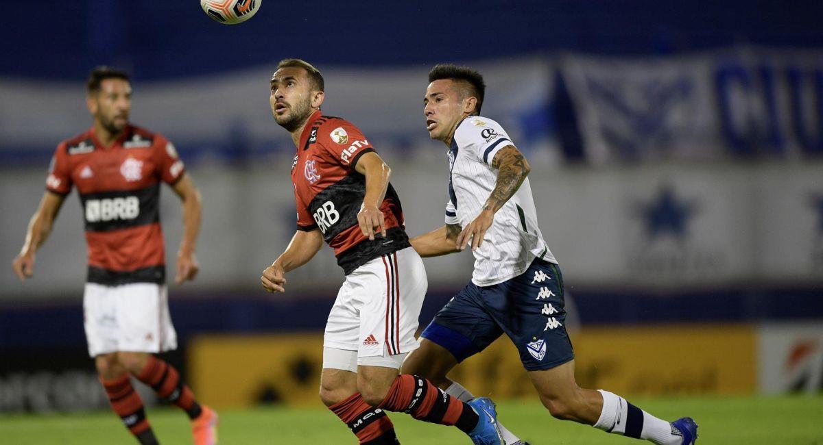 Flamengo dejó con las manos vacías a Vélez en Argentina. Foto: EFE