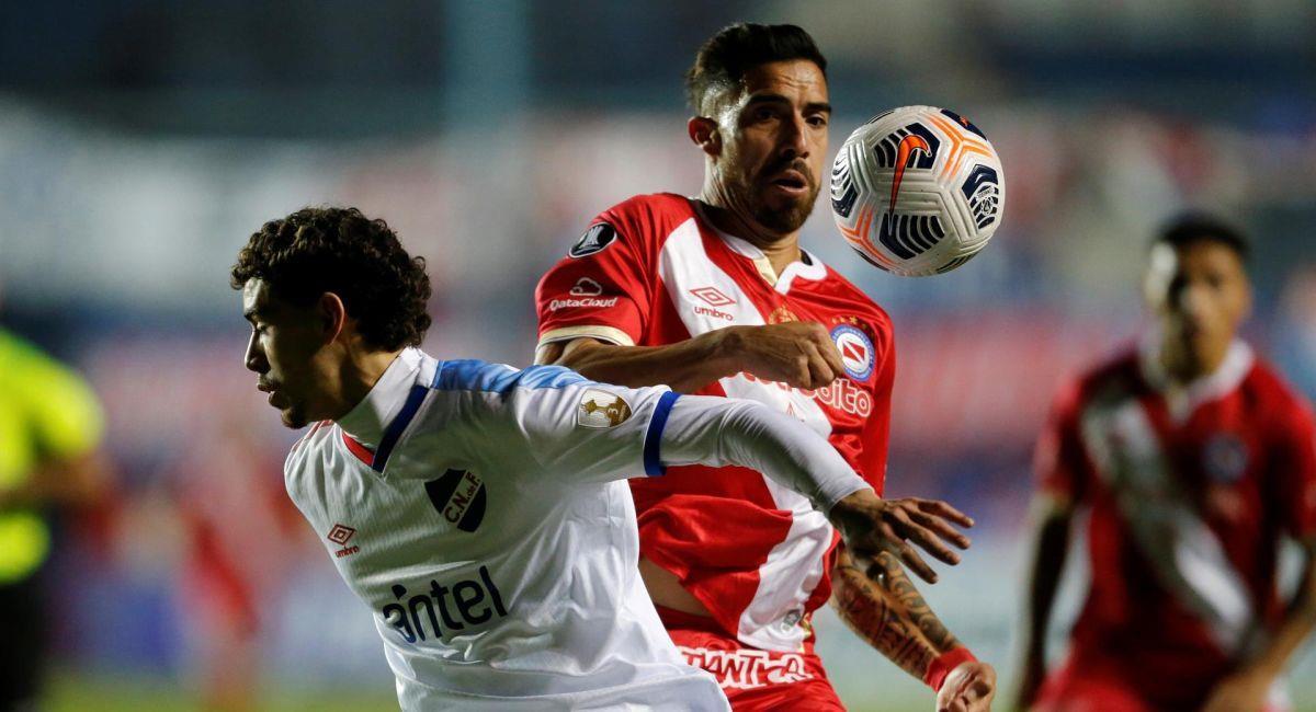 Argentinos Juniors fue frenado por el Nacional de Uruguay. Foto: EFE