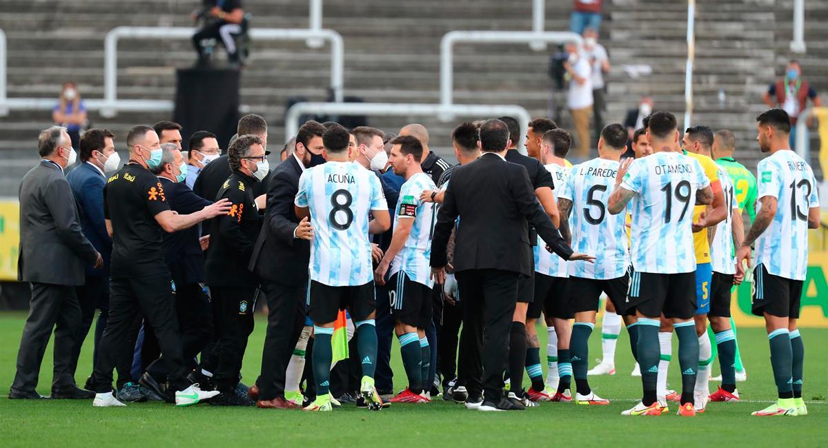 Argentina se ve envuelto en problemas luego de la suspensión del duelo con Brasil. Foto: EFE