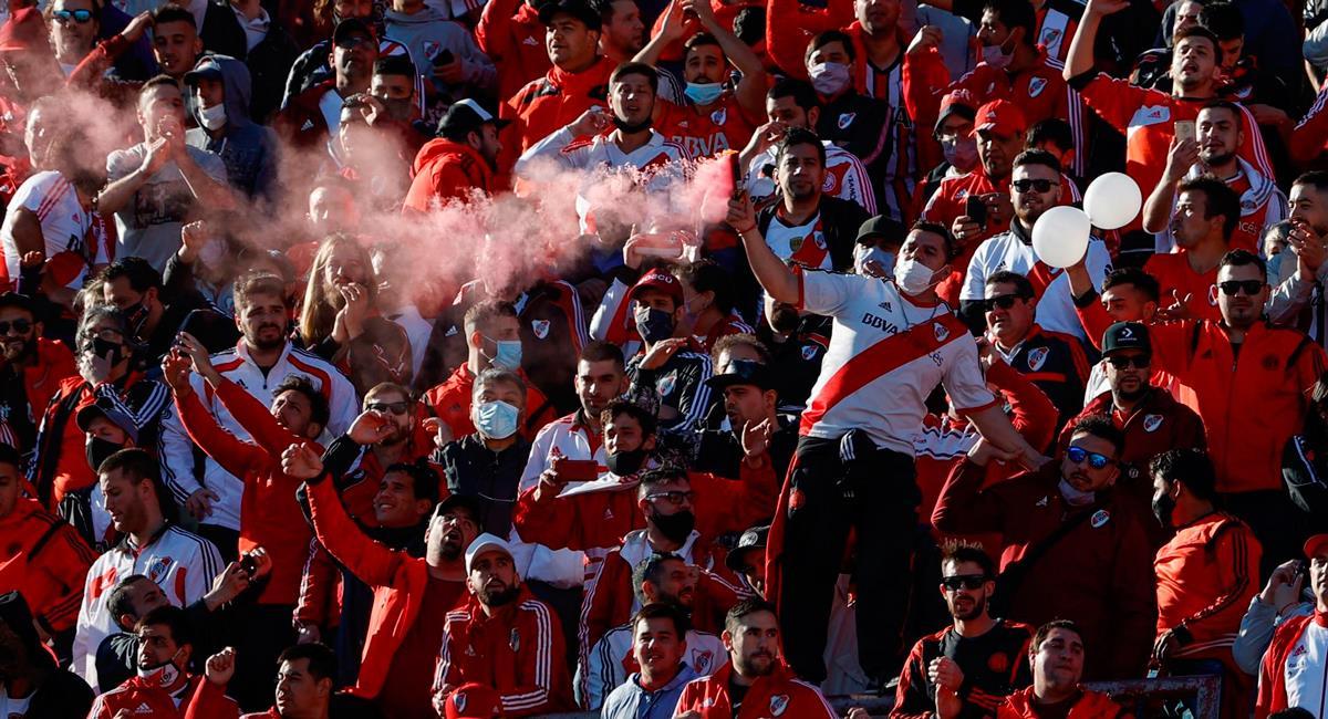 Hinchas de River Plate celebraron su vuelta a las gradas. Foto: EFE