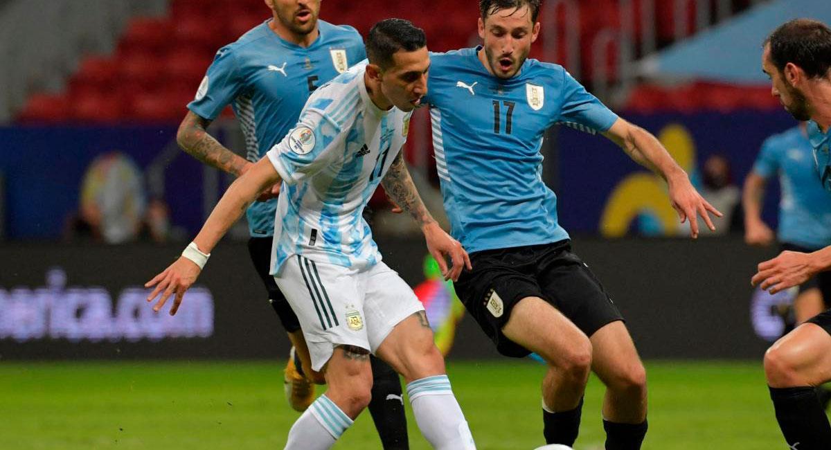 Radios que relatarán el Argentina vs Uruguay. Foto: AFP